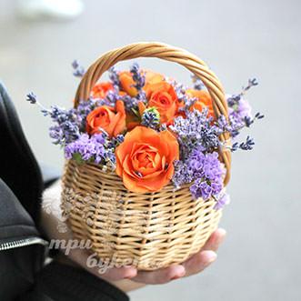 Мини-композиция из роз и лаванды
