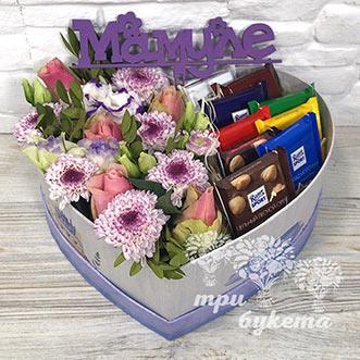 Цветы и шоколад в коробке