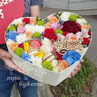 Коробка-сердце с цветами для мамы