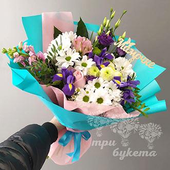 Хризантемы и ирисы для мамы